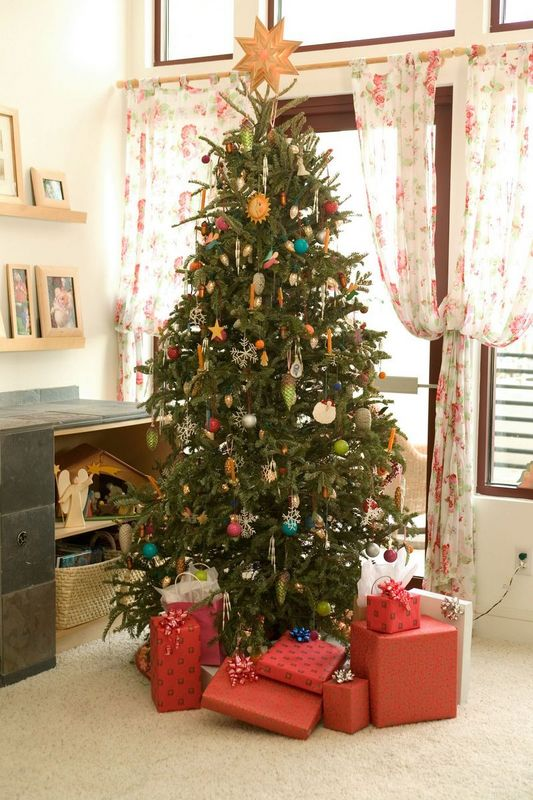 https://heritageprinting.com/blog/wp-content/uploads/The-Christmas-Tree-1.jpg